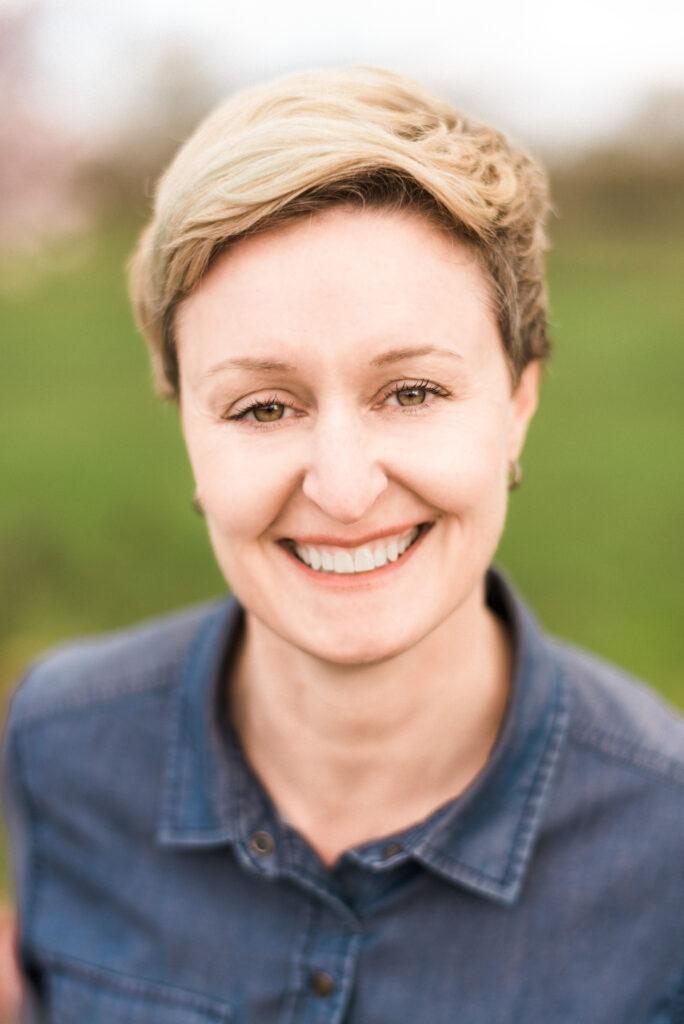 Headshot of Julie Orr